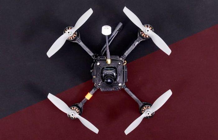 Квадрокоптер RacerX. RacerX был фактически изготовлен вручную Райаном Гури, директором Drone Racing