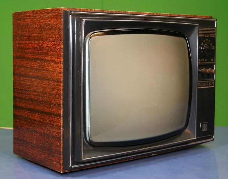 10. Этот черно-белый телеприемник начал выпускаться в 1975 году, когда уже появились цветные телевиз