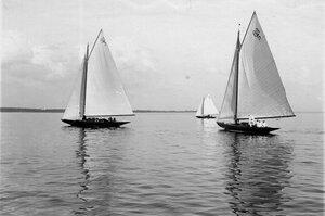 Яхты во время соревнований в Финском заливе; на переднем плане яхты 9А (3) и 8А(5)