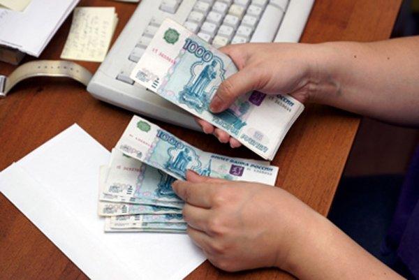 В РФ заработной платы женщин на27% ниже, чем умужчин