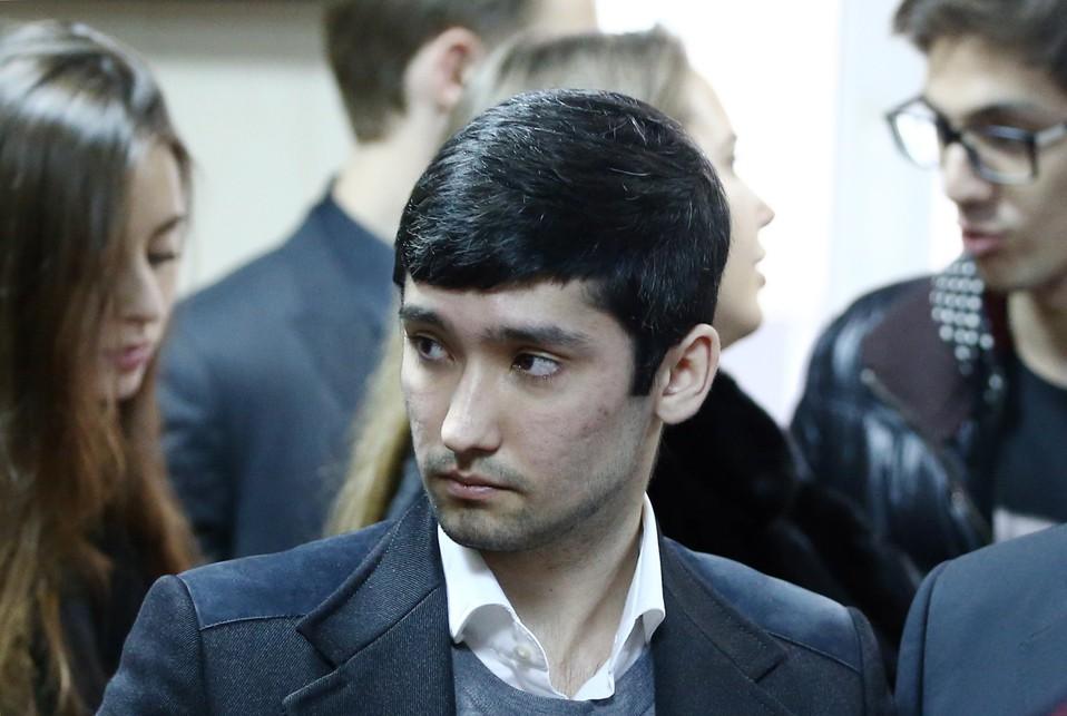 «Мажор» Шамсуаров обнародовал новое издевательское ВИДЕО езды повыделенной полосе в столицеРФ