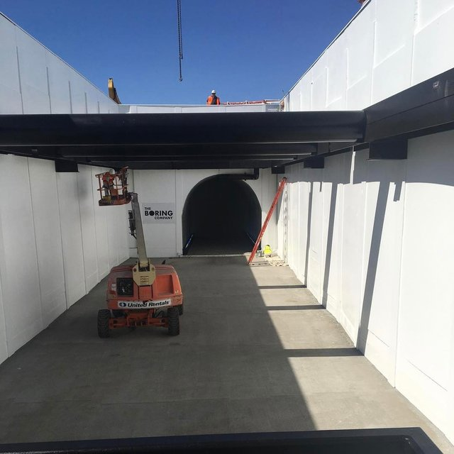 Маск продемонстрировал видео испытаний высокоскоростного тоннеля для авто