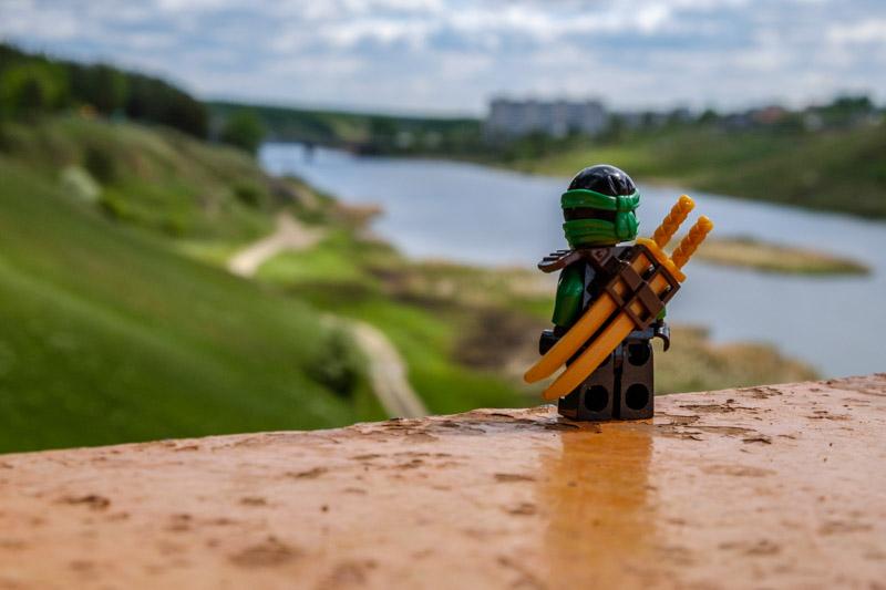 человечек смотрящий в даль, река Исеть город Каменск-Уральский