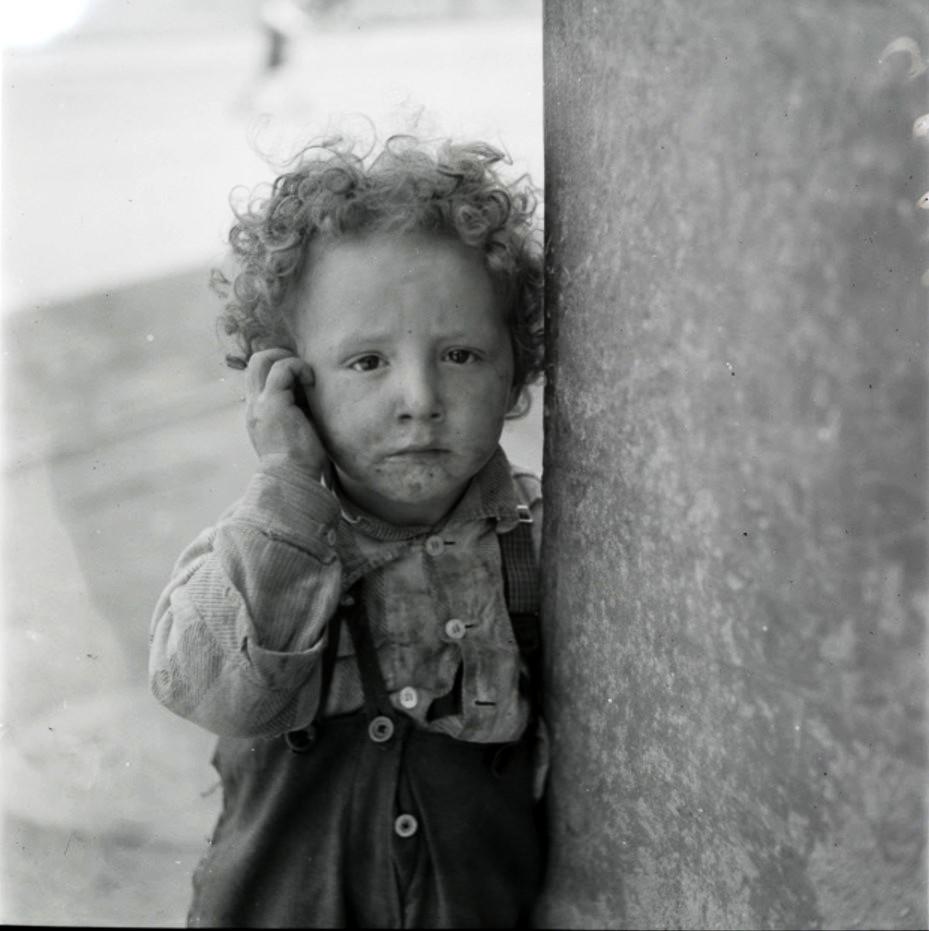 Лодзь. Мальчик в потрепанной одежде, Балуцкий район