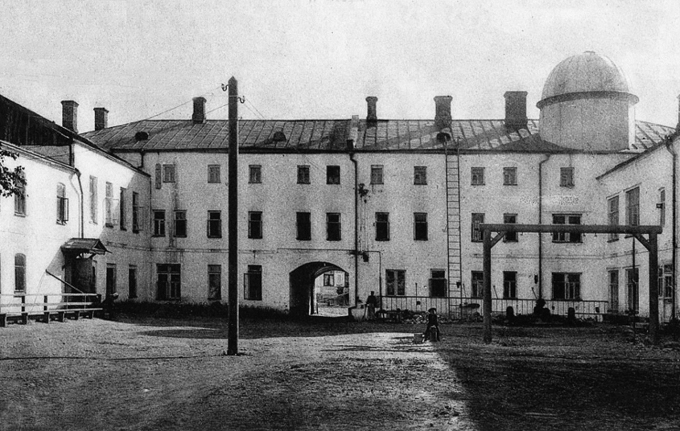 Гимназия Зелятрова. Двор гимназии и обсерватория