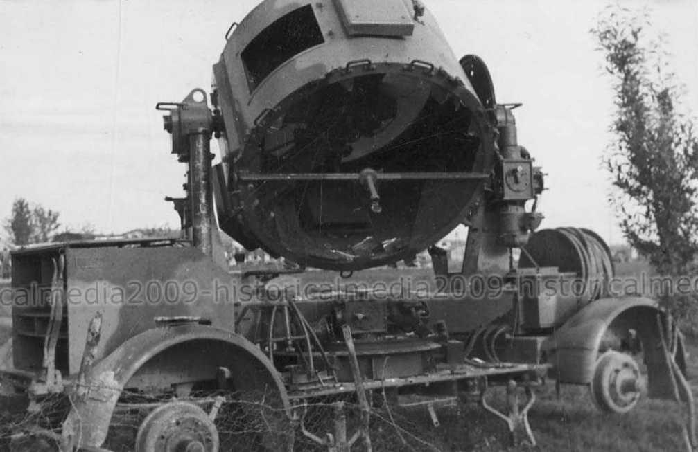 Брошенная советская прожекторная установка.
