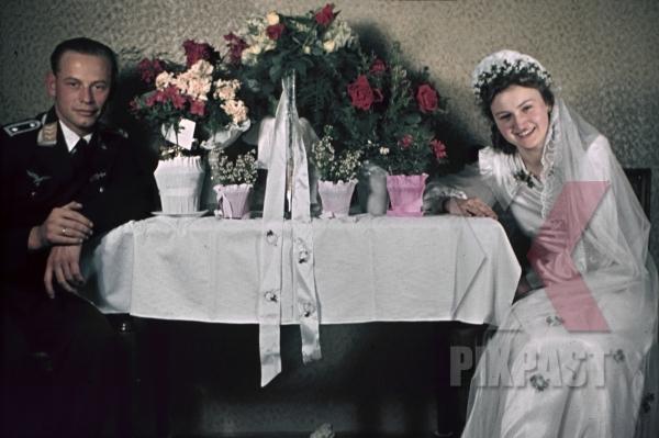 stock-photo-austrian-air-force-pilot-officer-luftwaffe-vienna-wien-austria-medals-uniform-wedding-family-kissing-1941-smeschkal-9869.jpg