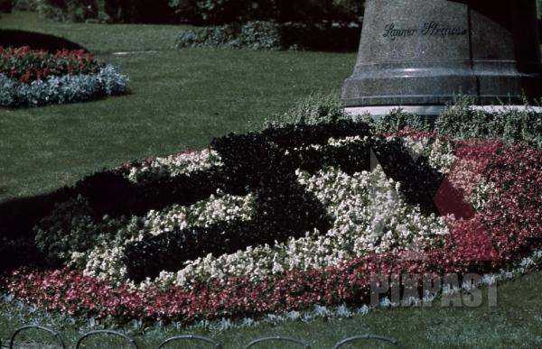 stock-photo-german-flower-design-lanner-strauss-monument-kurpark-baden-austria-1939-11019.jpg