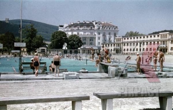 stock-photo-thermal-bath-in-baden-austria-1937-12694.jpg