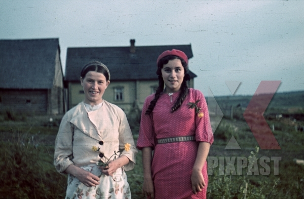 stock-photo-ww2-color-russian-female-women-peasants-traditional-costume-happy-1941-207-infantry-division-9094.jpg