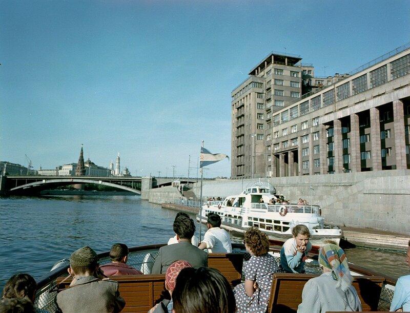 1960 На Москве-реке у Берсеневской набережной Wolfgang G. Schroeter.jpg