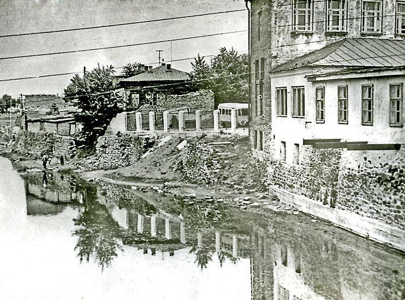 Вид на филармонию со стороны моста, 1968=.jpg