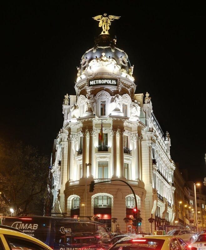 Ночной Мадрид. Здание Метрополис (Edifico Mertopolis)