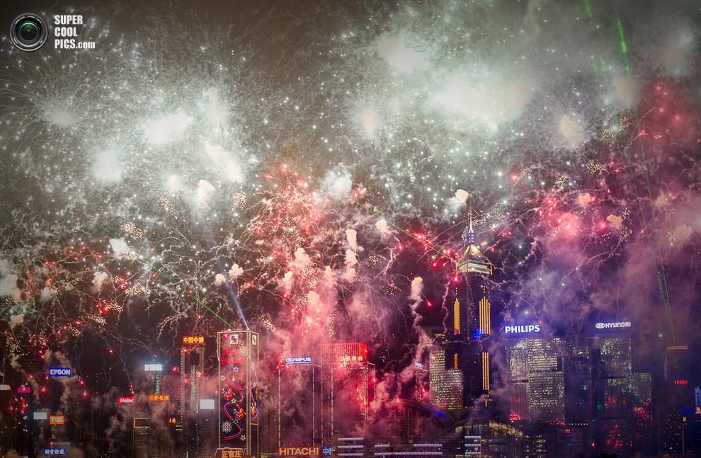 Фейерверк над Гонконгом, Китай.(PHILIPPE LOPEZ/AFP/Getty Images)