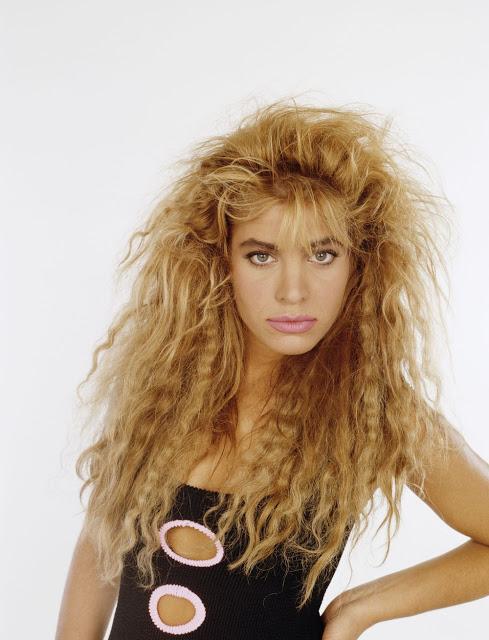 Гофрированные волосы Ясно, что текстурированные волосы могут выглядеть круто. Но эта вездесущая тенд