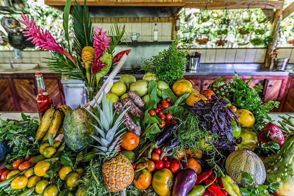 Овощи и фрукты каждый житель выращивает сам. В гостевых домах тоже есть садики, и любой может поухаж