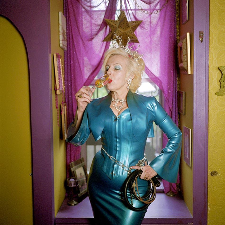 4. Баронесса, пансексуальная доминантная дива, эксперт по латексу и дизайнер одежды.