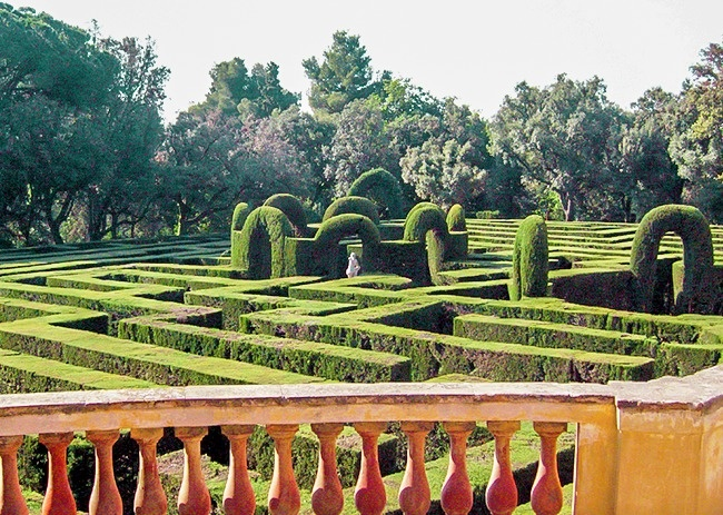 © wikimedia  «Лабиринт Орта»— исторический истарейший парк вБарселоне, который был заложен