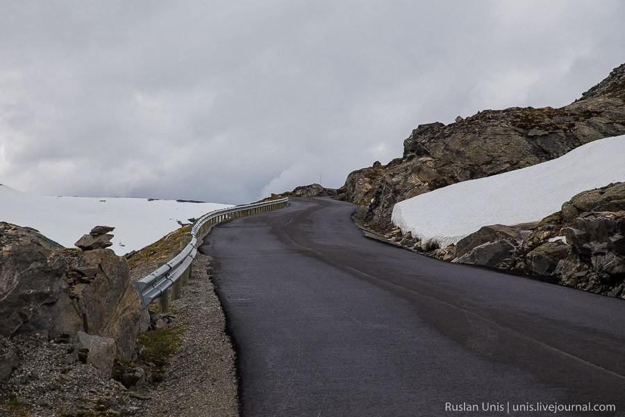 12. Вот такая узкая и крутая дорога ведет к вершине.