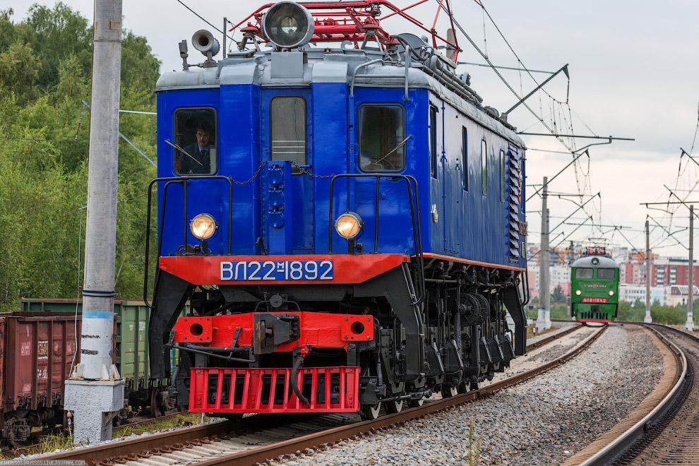 22.  ВЛ8 — советский магистральный грузовой электровоз  постоянного тока, выпу