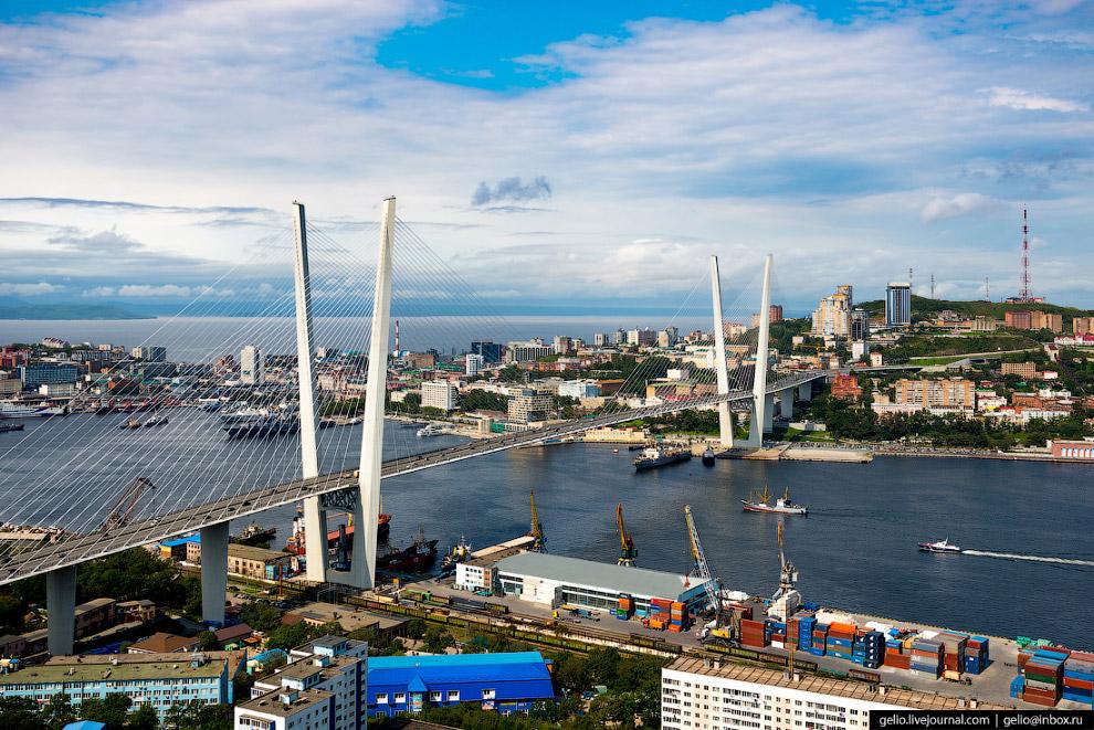 13. Мост через бухту Золотой Рог планировали построить с конца XIX века, однако войны, револю
