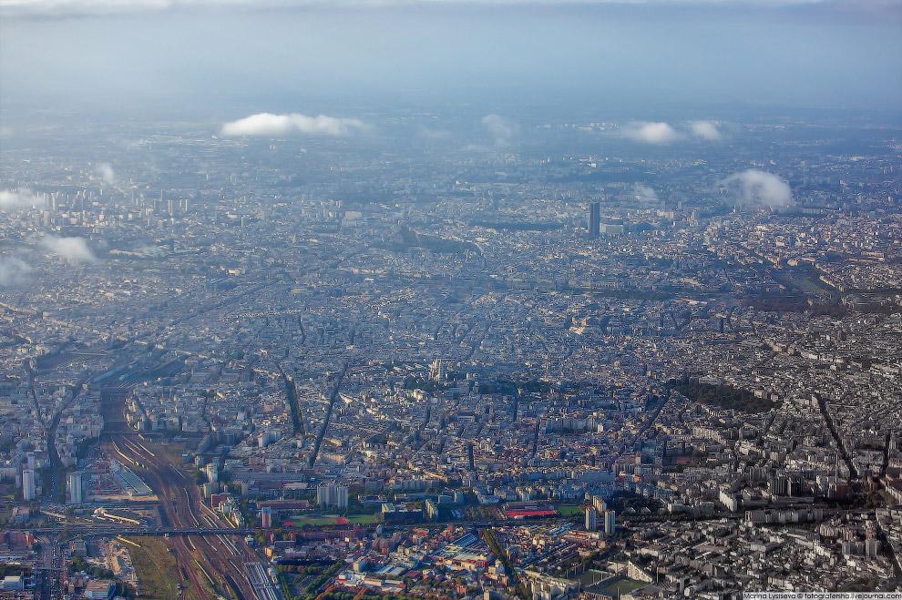 3. Плотная городская застройка в центре. Однако, когда ходишь по парижским улицам, нет ощущен