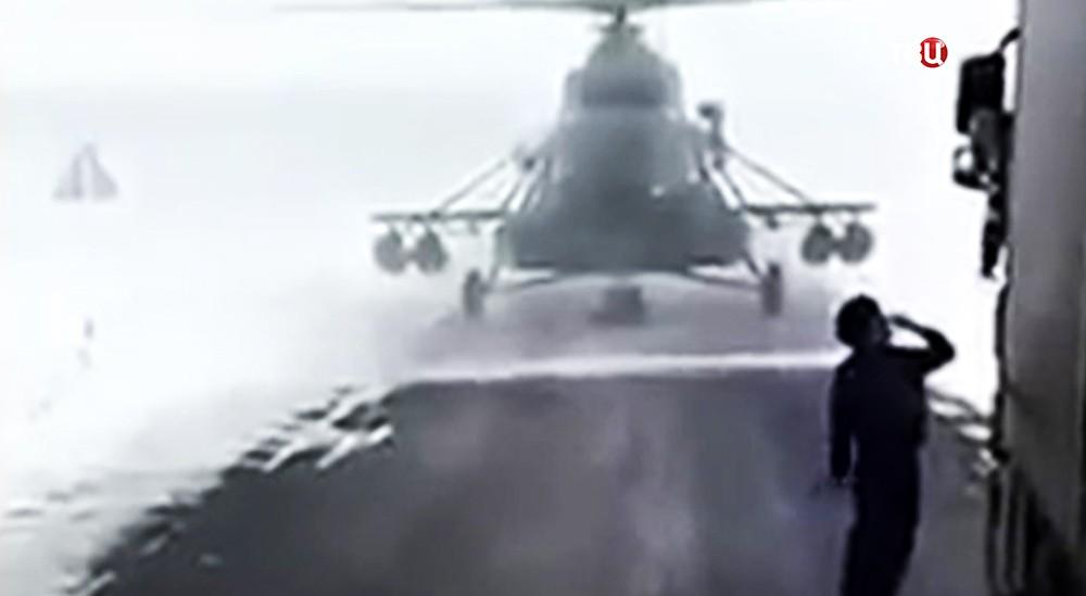 ВКазахстане пилот посадил вертолёт натрассу, чтобы спросить дорогу