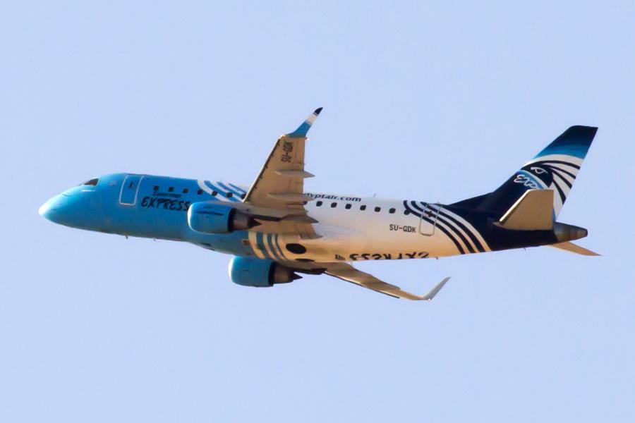 Embraer-170_SU-GDK_Egypt_EgyptAir_Express_2_SSH_.JPG