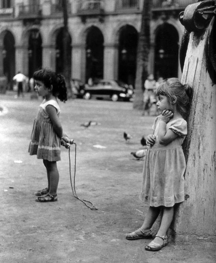 historical-children-playing-photography-18-589dbeeeabc0c__700.jpg