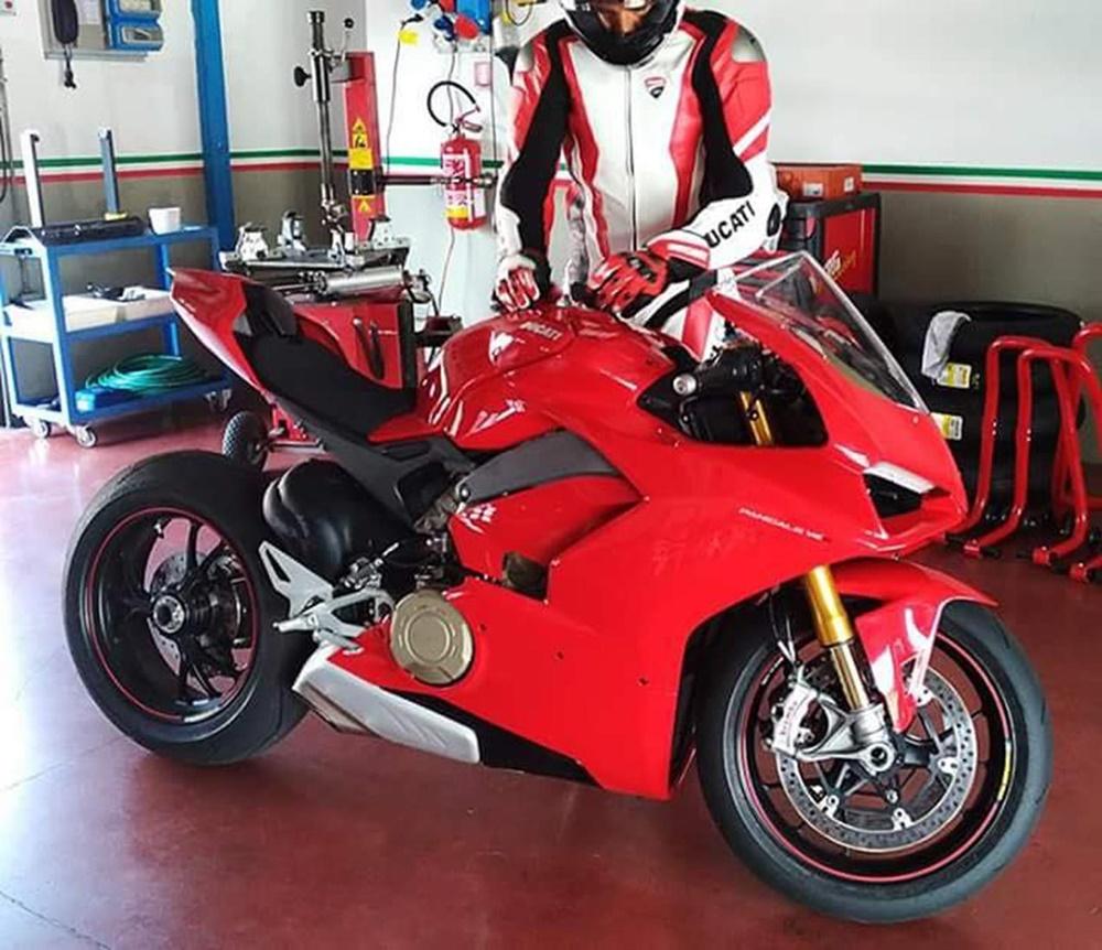 Шпионское фото супербайка Ducati V4