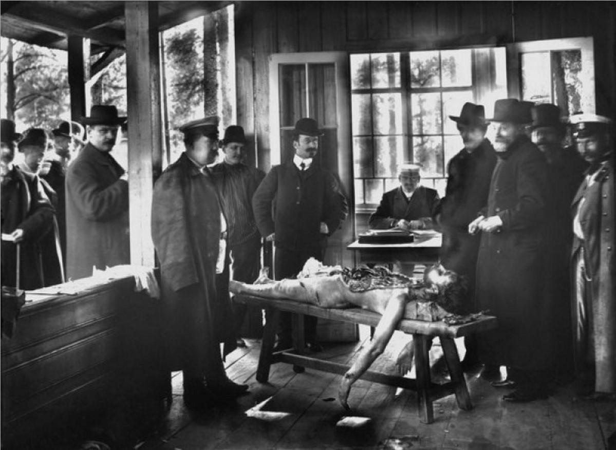 1906. Вскрытие тела священника Георгия Гапона на даче в Озерках