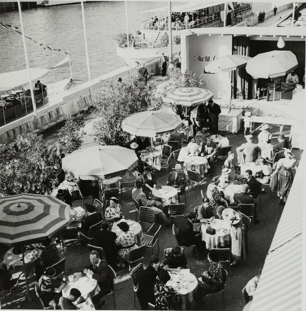 Павильон Швейцарии. Кафе на судне, пришвартованном перед павильоном. Вид сверху