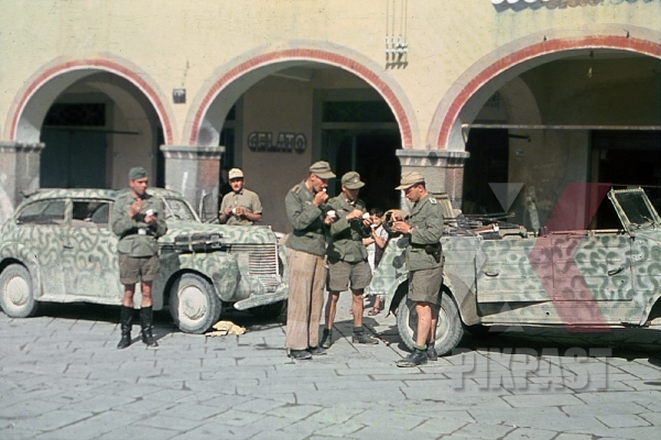 stock-photo-german-soldies-eating-ice-cream-in-rome-january-22-1944-day-of-anzio-invasion-vw-kubelwagen-82-26th-panzer-divisions-12418.jpg