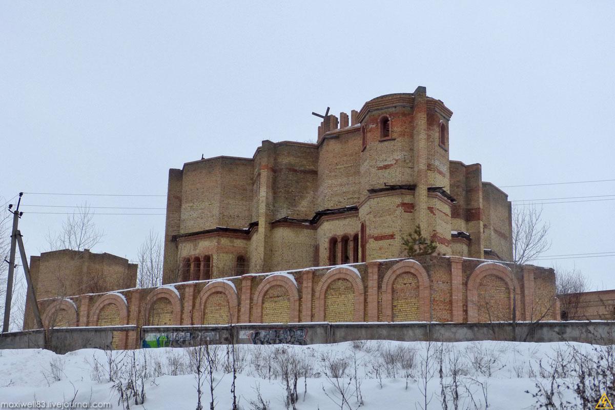 Недобудований Опіковий центр на Троєщині