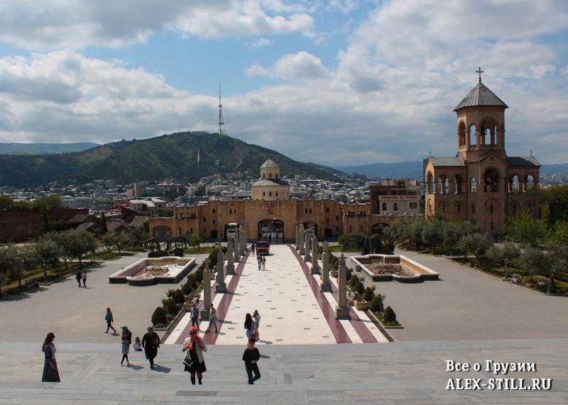 Храмовый комплекс на вершине холма