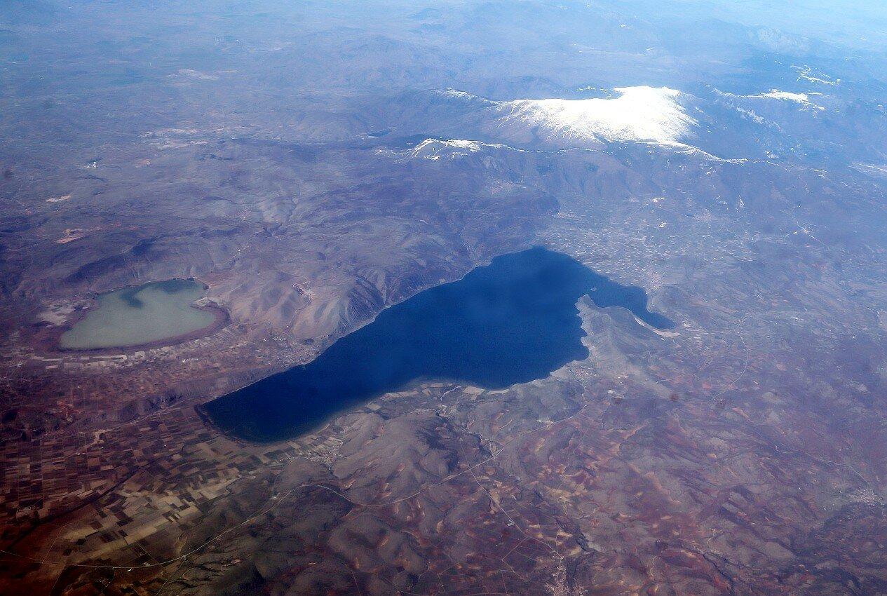Озера Петрон и Вегоритис. Вид с самолёта