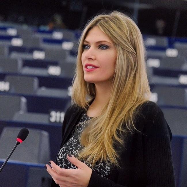 © Eva Kaili/Facebook   Ева— член парламента Греции. Иего украшение, конечно.  Михаи