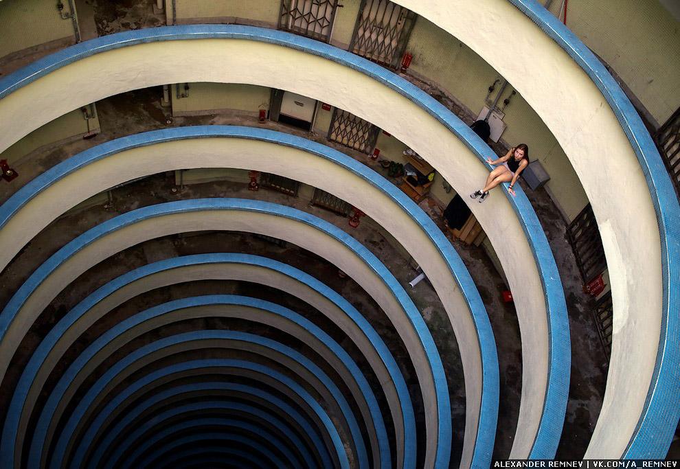 18. Даже в Гонконге есть дворы-колодцы.