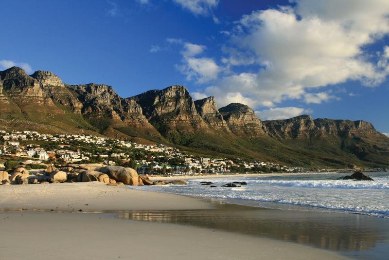 21. Кэмпс-Бэй, Кейптаун, ЮАР . Лучшее время для посещения: с ноября по апрель.