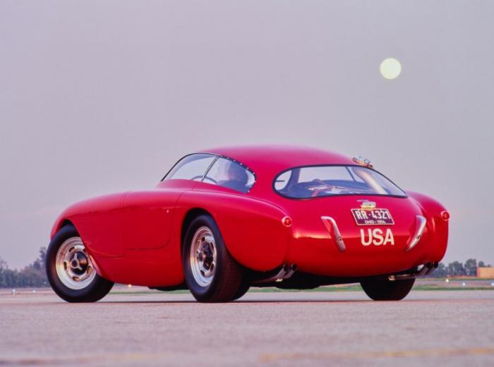 Получившийся в результате спорткар выдавал 250 км/ч (!) и имел огромный 200-литровый (!) бензобак, ч