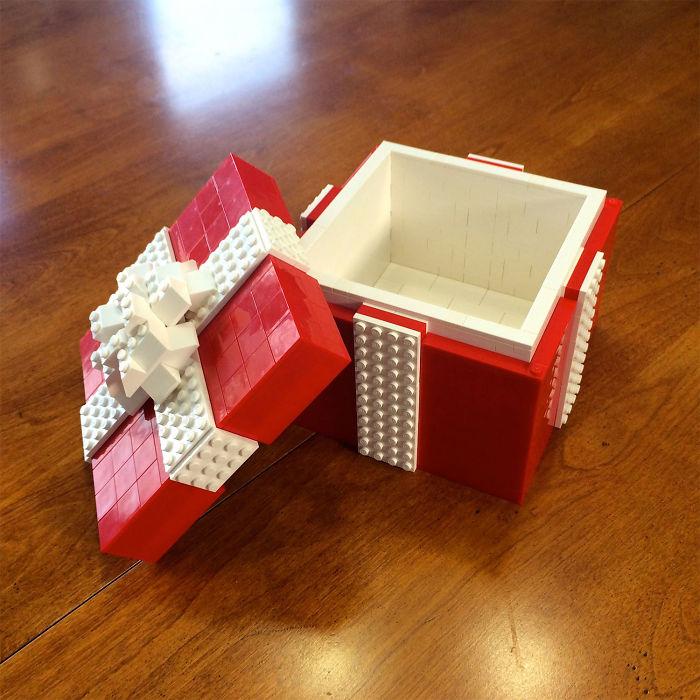 Подарочная упаковка из Lego. Согласитесь, выглядит очень оригинально.