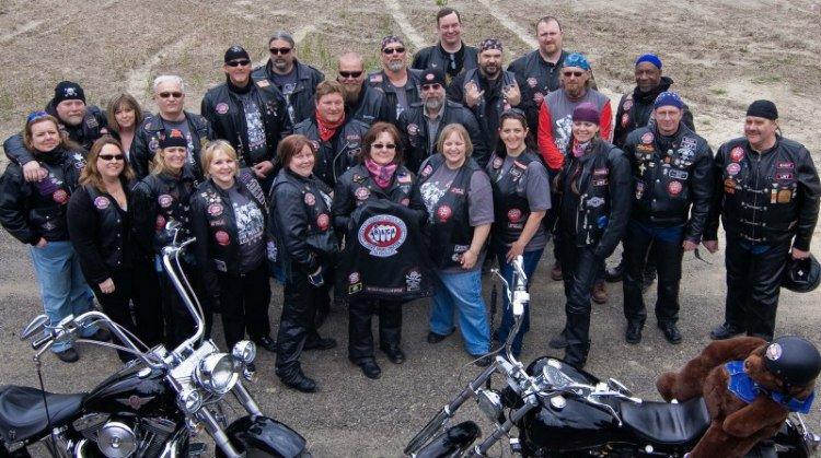3. Банда байкеров из Лос-Анджелеса, известная как Bikers Against Child Abuse (BACA), защищает детей,