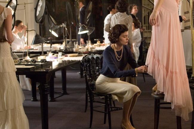 © hautetcourt  Никаких слишком строгих деловых костюмов: любой дресс-код можно подстроить под