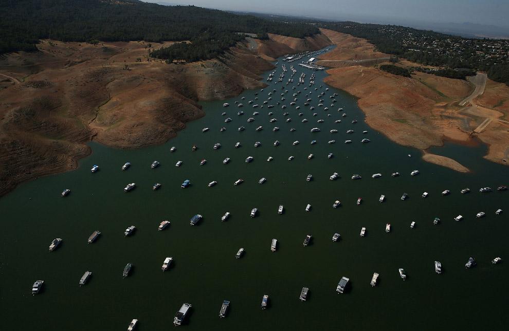 7. Водосброс во время засухи 2014 года и в наше время. Нажмите, чтобы увидеть изменения . (Фото Just