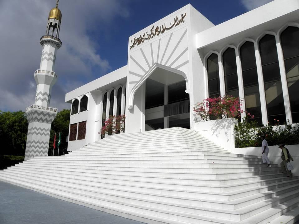 Мальдивы (официальное название государства — Мальдивская республика) расположены в экваториаль