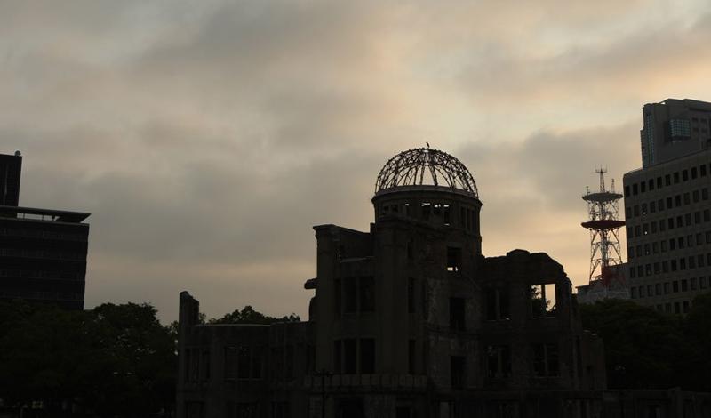 Хиросима Мемориальный парк Хиросимы посвящен памяти десятков тысяч погибших людей. Здесь построен сп