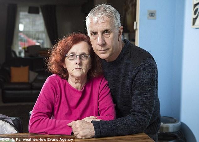 Родители Эшли Кумбса. 58-летняя миссис Кумбс, мама Эшли, рассказала в интервью The Sun: «Все нам гов