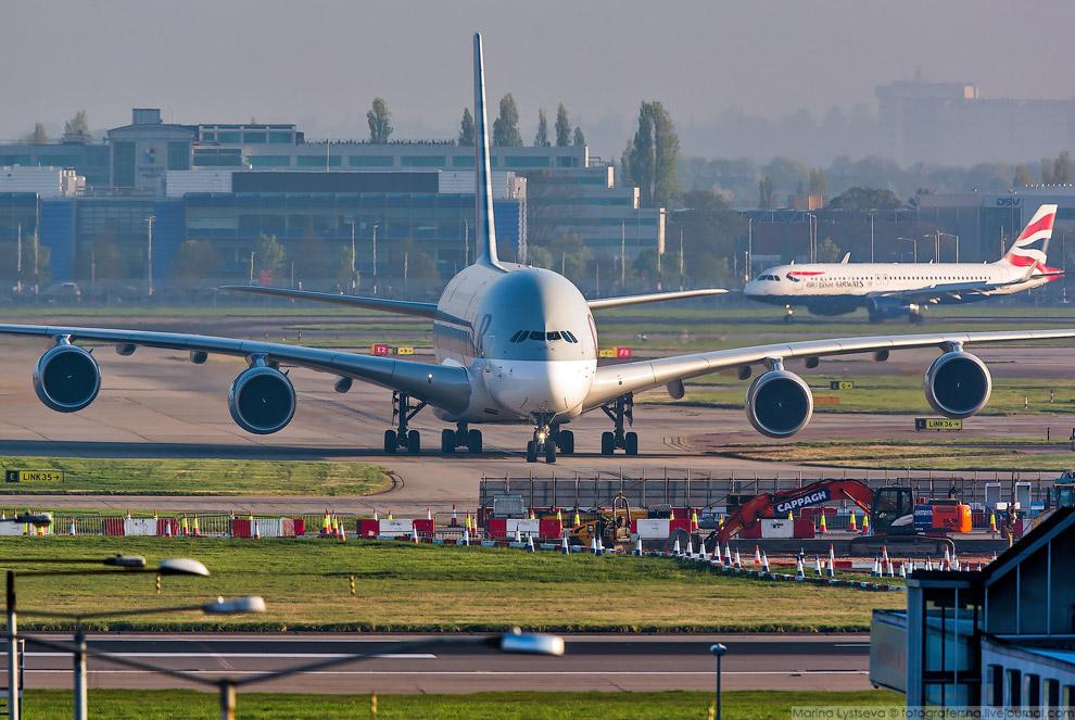 6. В Хитроу А380 слетаются в основном утром, а ближе к обеду начинается разлёт.