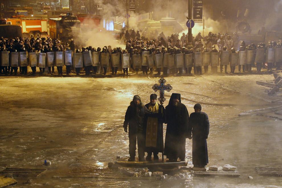 6. Столкновения в Белфасте, 12 июля 2011. (Фото Cathal McNaughton | Reuters):