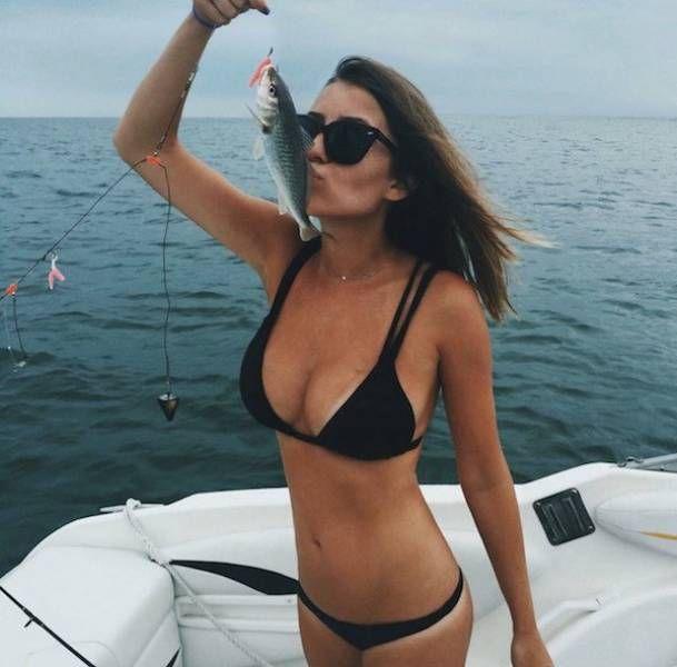 Девушки и рыбалка (35 фото)